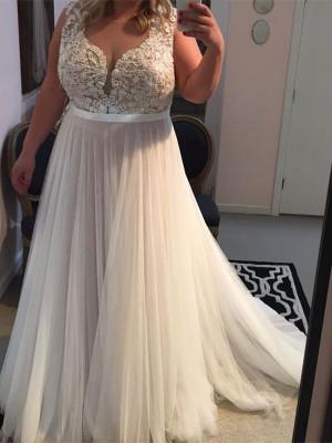 A-Line/Princess Straps Sleeveless Applique Sweep/Brush Train Tulle Plus Size Dresses