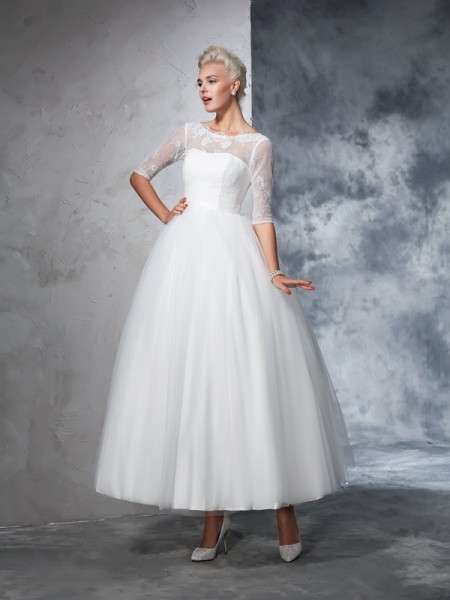 Ball Gown Bateau Lace 1/2 Sleeves Long Net Wedding Dresses